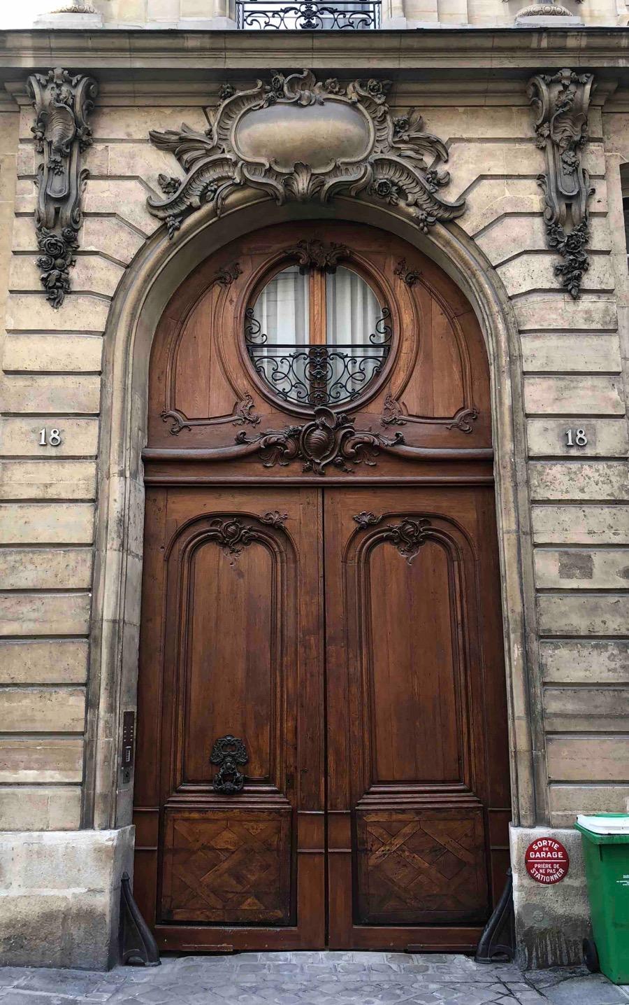 18 RUE DU CHERCHE MIDI PARIS 6