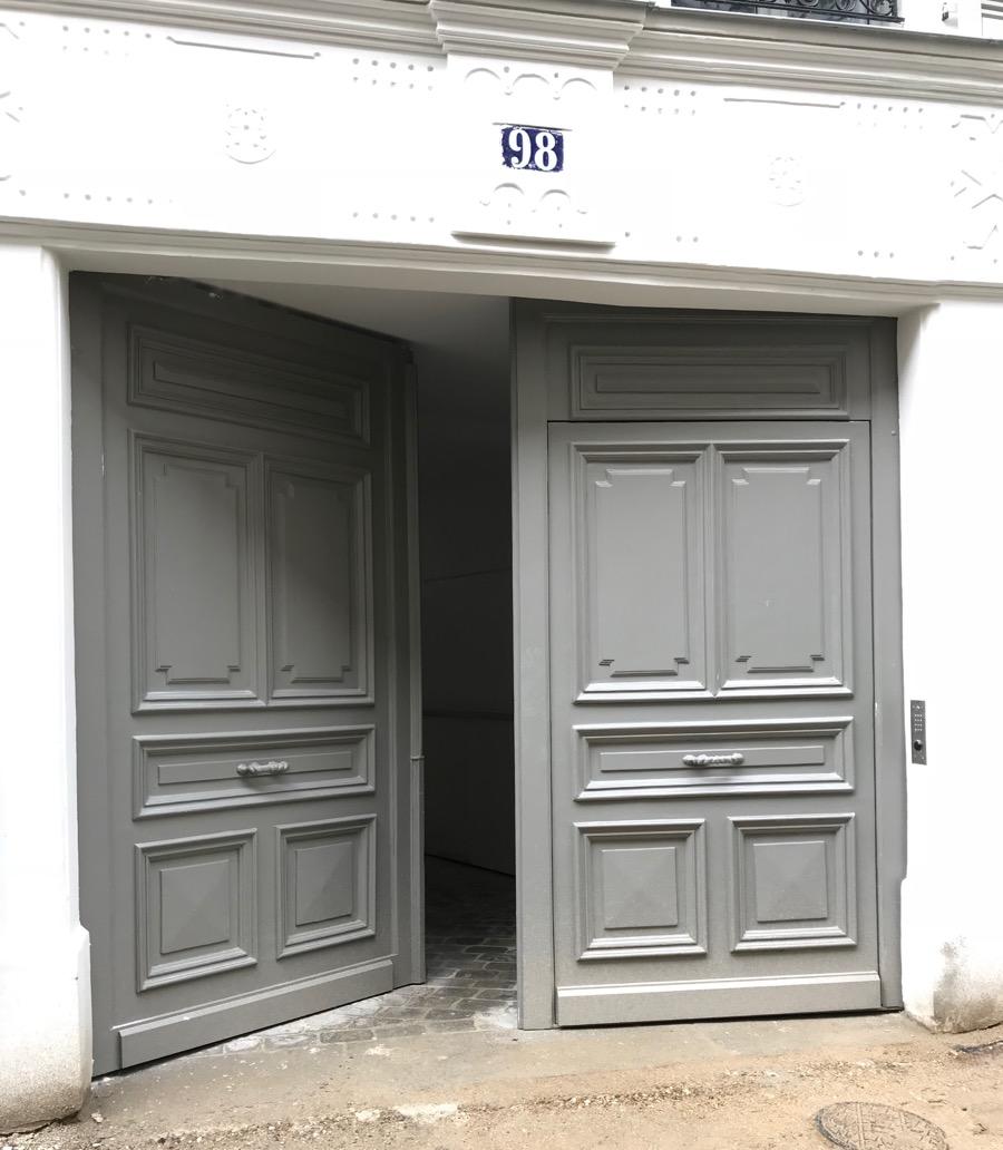 2017 09 Porte Cochère 98 Rue Des Dames Face Extérieur Après Restauration