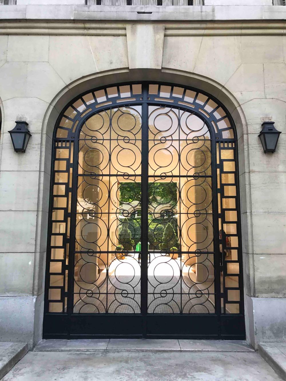 belles portes vues sur paris atelier de menuiserie. Black Bedroom Furniture Sets. Home Design Ideas