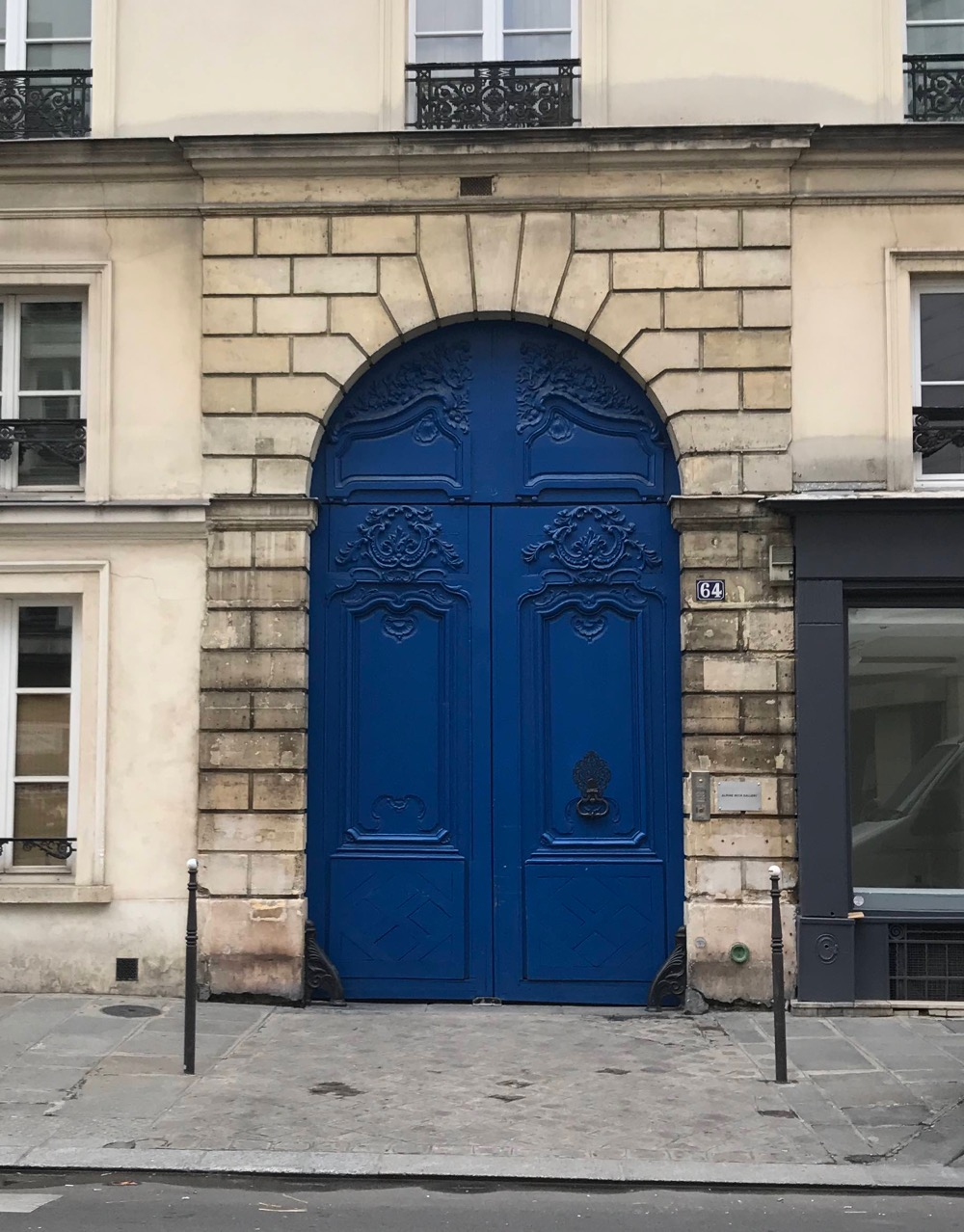 64 Rue De Turenne