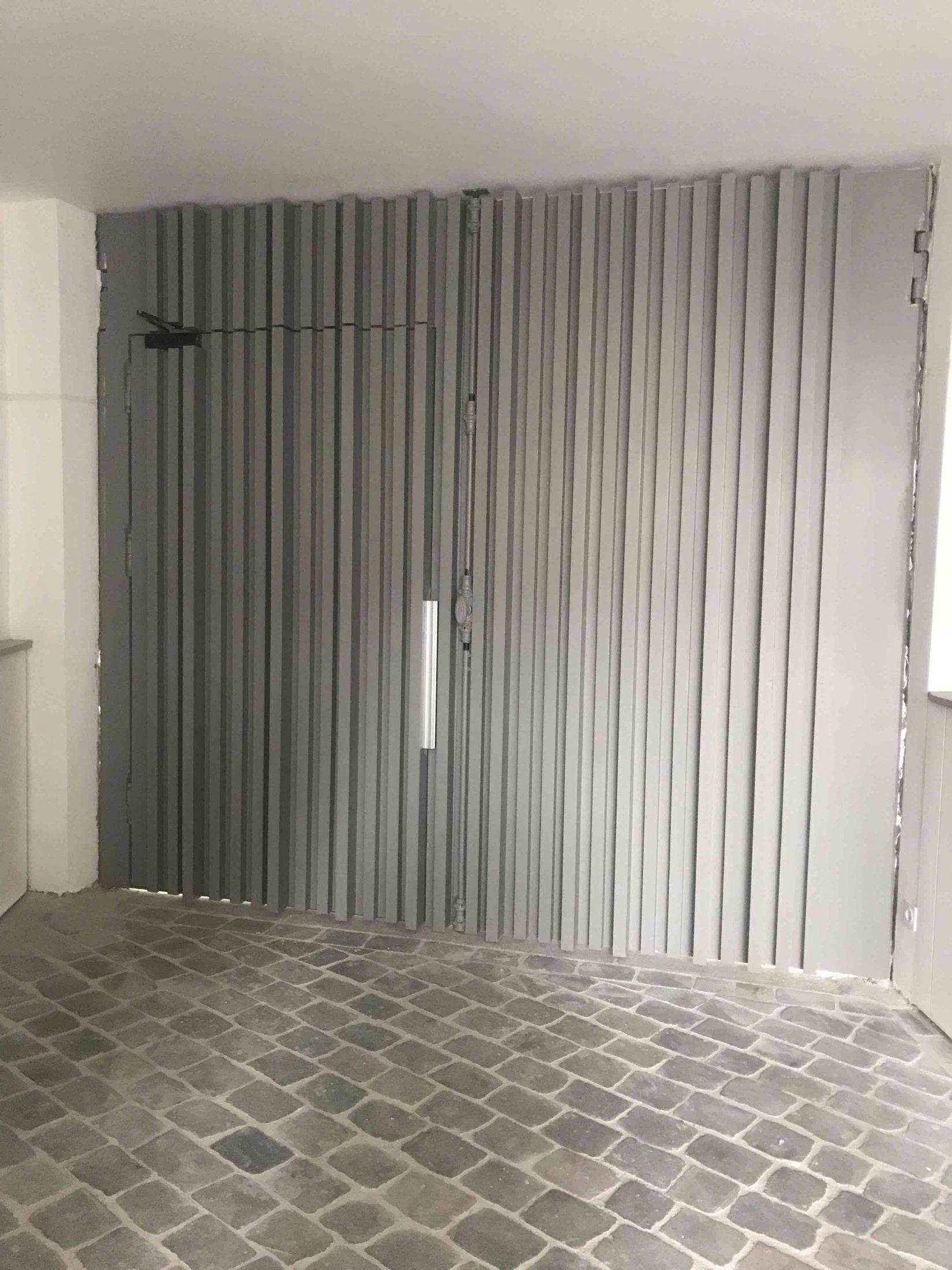 98 RUE DES DAMES - Porte Cochère Coté Int