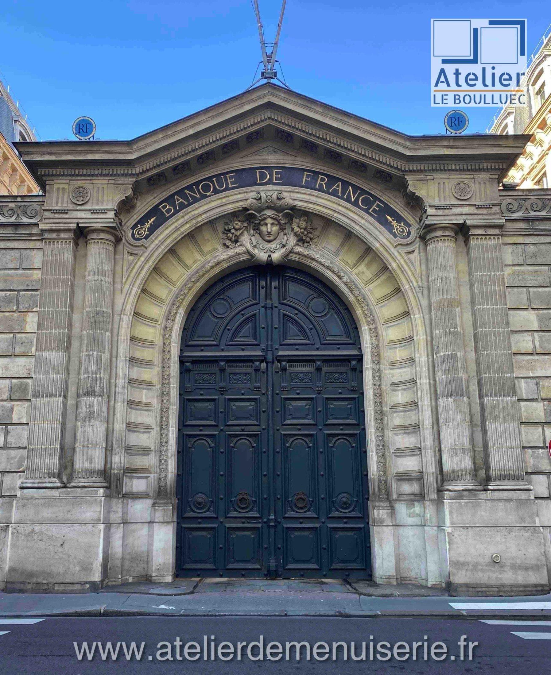 PORTE COCHERE 1 RUE DE LA VRILLIERE PARIS 1ER