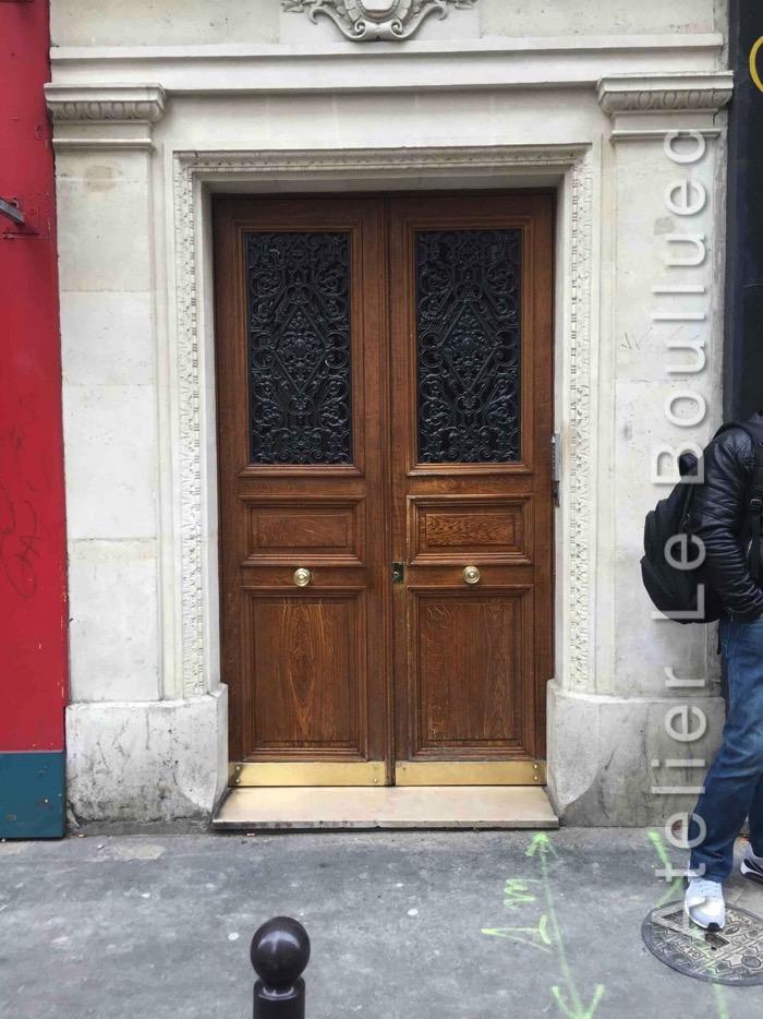 Porte Batarde Avec De Jolies Grilles En Fonte - Paris 11