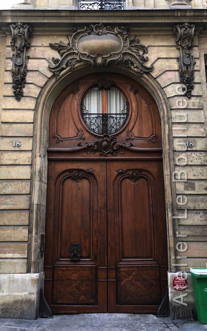 Porte Cochère Louis XIV - 18 RUE DU CHERCHE MIDI PARIS 6