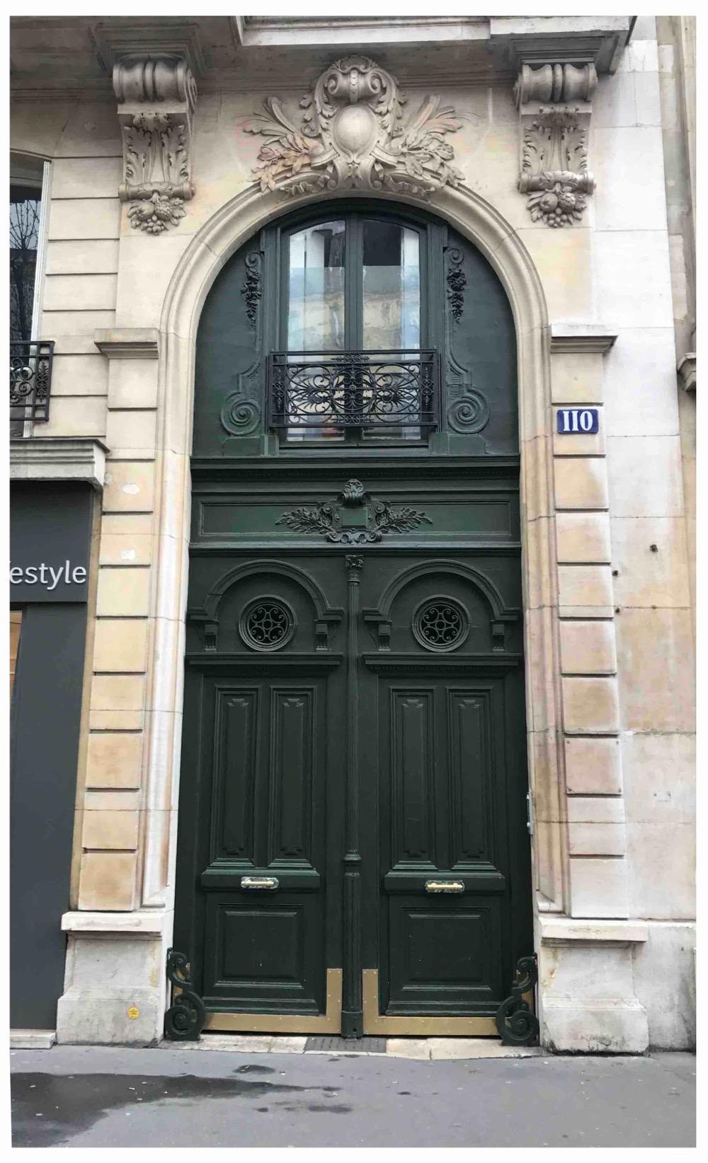 Porte Cochère Avec Baie D'entresol - Av De Villiers - Paris 17