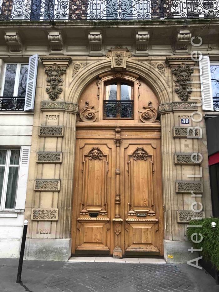 Porte Cochère Avec Baie D\'entresol Et Peinture En Décor Faux Bois - 40 Rue Duquesne
