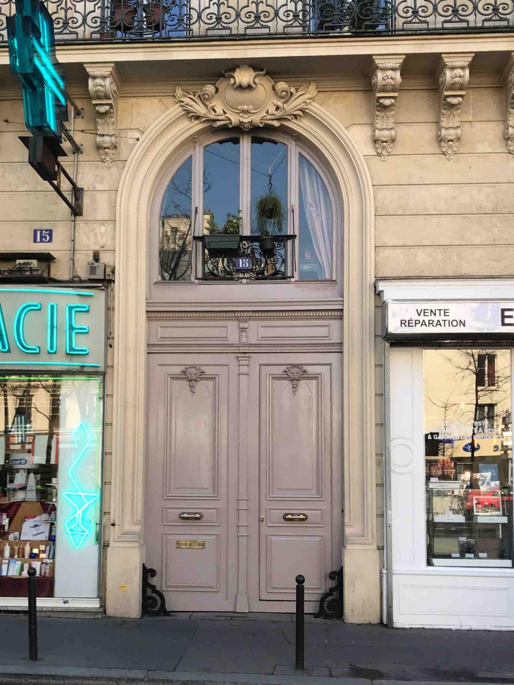 Porte Cochère Avec Une Baie D'entresol Sur Toute La Largeur Du Tableau - Paris 17