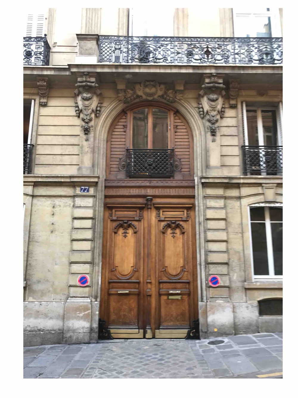 Porte Cochères Avec Baie D\'entresol Magnifiquement Lasurée - Paris 17