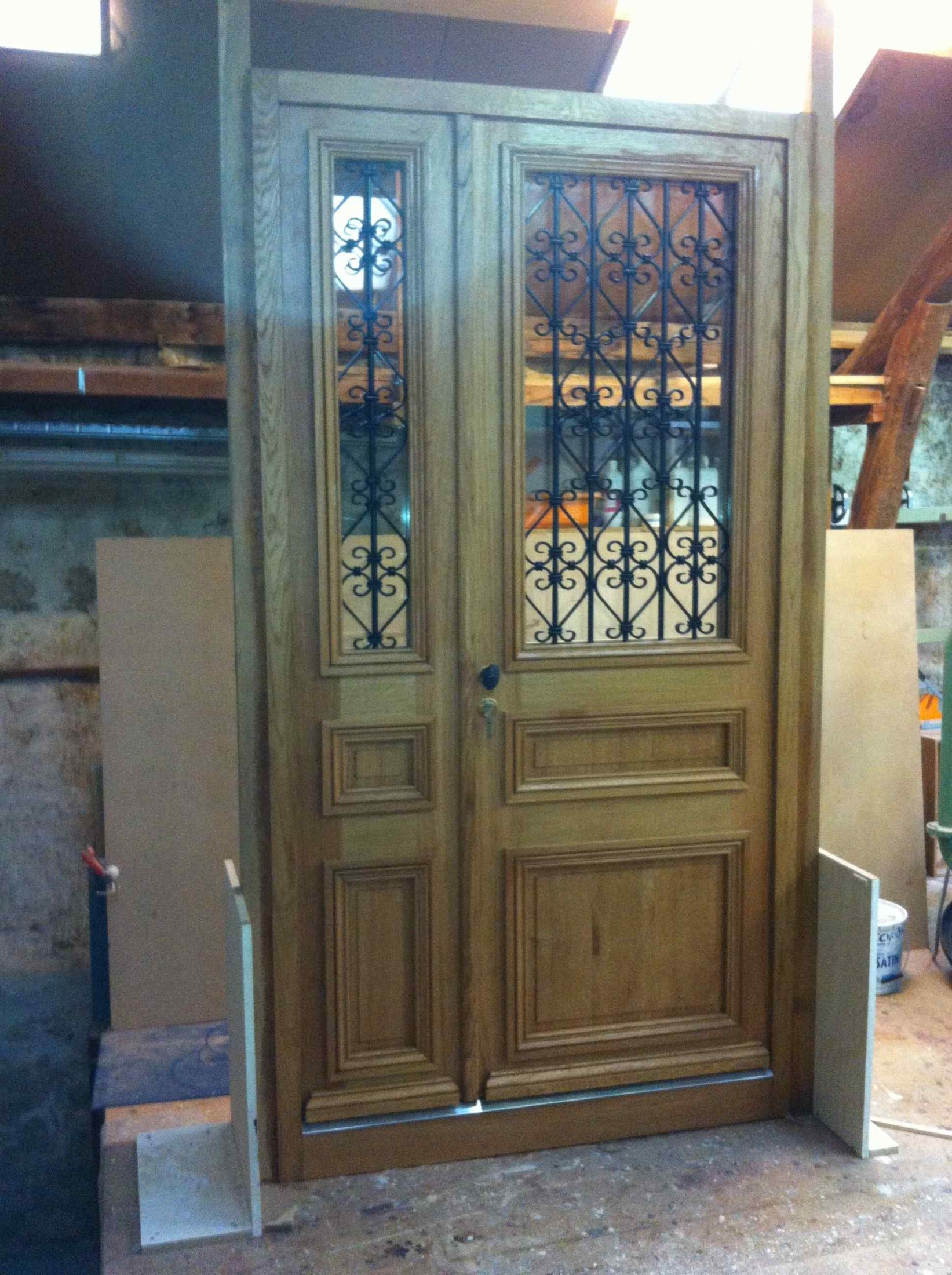 Porte Sur Rue Corbeilller 2 Tiercée Chêne Avec Grilles Atelier