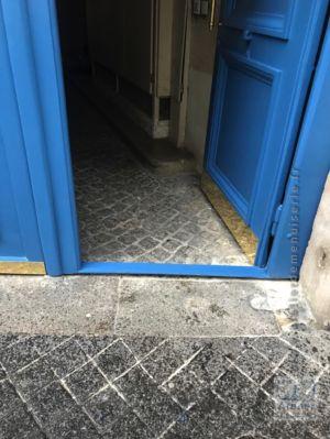 2017 11 Porte Cochère 19 Rue Des Feuillantines - Détail Du Seuil Acier Surbaissé Du Portillon