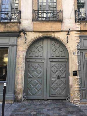 Porte De Style Louis XIII  Voûte En Plein Cintre - 31 Rue Dauphine - Paris 6